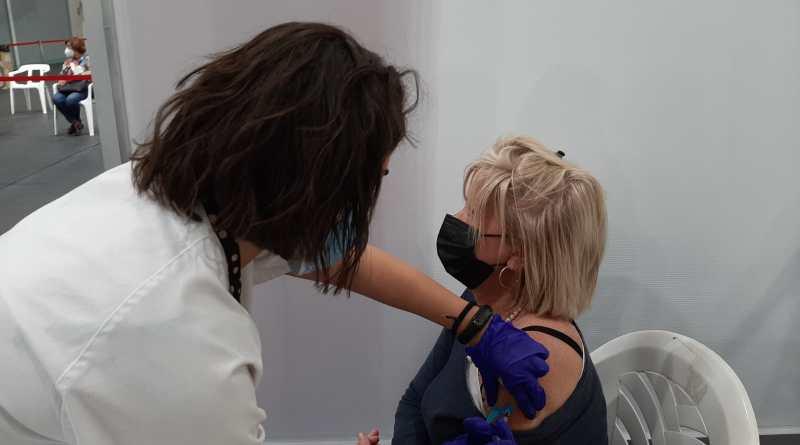 Más de 57.000 ilicitanos e ilicitanas tienen la pauta completa de la vacuna, de la que ya se han administrado en Elche cerca de 142.000 dosis