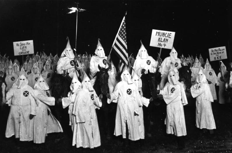 Ku_Klux_Klan_racismo_estados_unidos_xenofobia_historia_eeuu_conflicto_politica_sociedad-e1604210197274