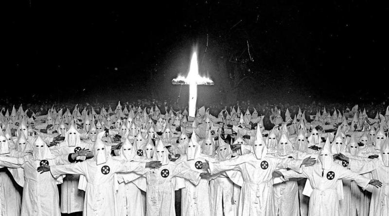 Ku Kux Klan | El Imperio Invisible que pasó de ser racistas disfrazados a asesinos de afroamericanos