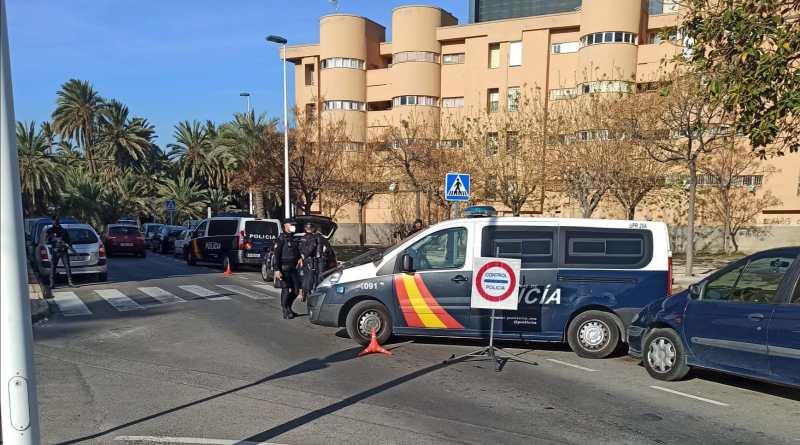 La Policía Nacional ha detenido en Elche a un fugitivo de la justicia que era buscado por  13 causas de diferentes juzgados