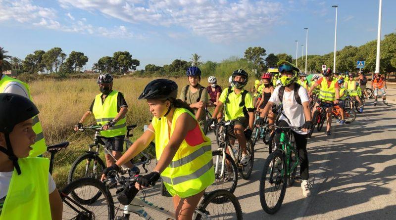 Más de dos centenares de personas participan en una marcha ciclista urbana con motivo de la Semana de la Movilidad en Elche