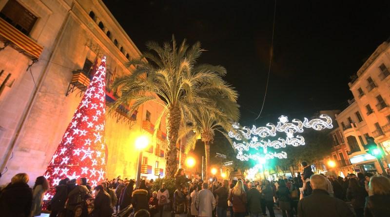 La concejalía de Comercio mejora la iluminación navideña en las vías comerciales de Elche