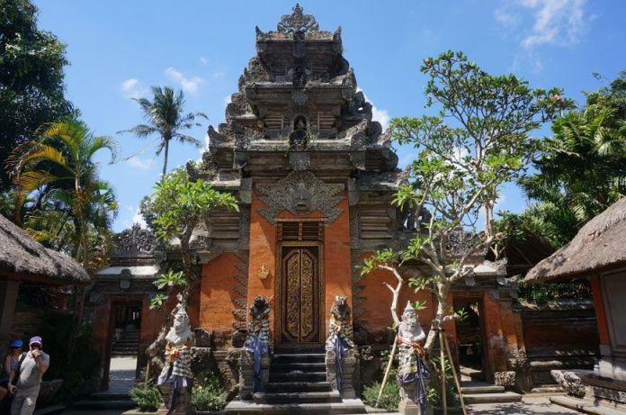 royal-palace-ubud-puri-saren-agung