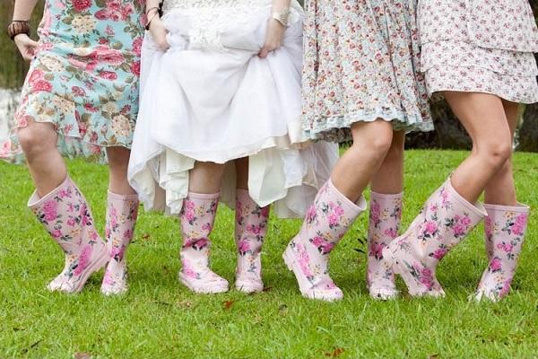 Glastonbury-wedding-attire - A2zWeddingCards