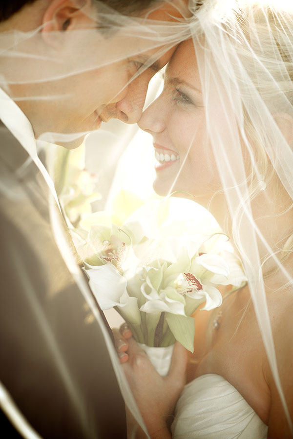 wedding-photo-ideas-smiling-gaze-in-the-eyes-21-A2zWeddingCards