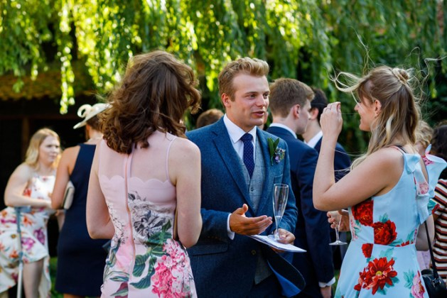 Do make good friends with wedding portals and internet