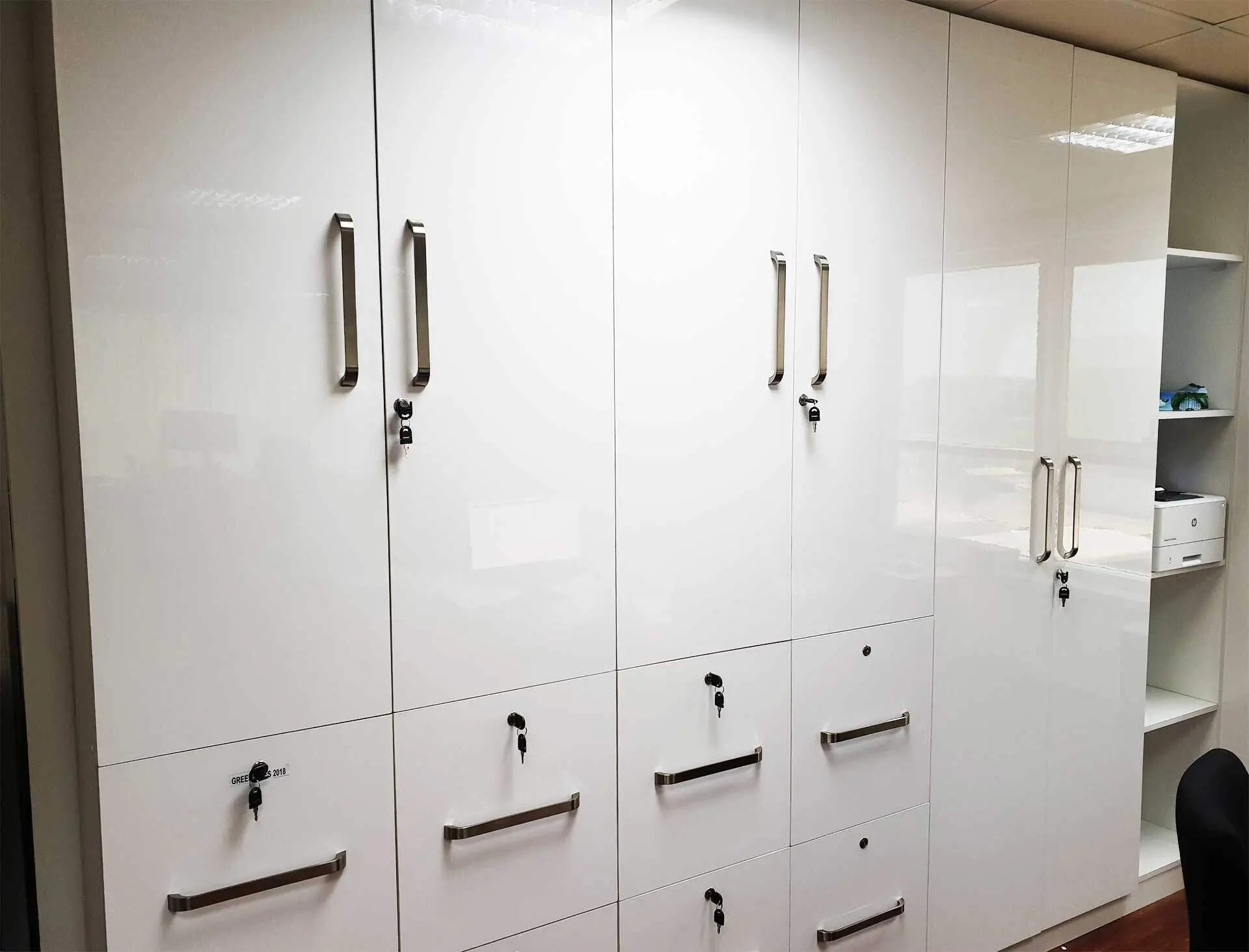 High-gloss-mdf-cabinets-with-drawer