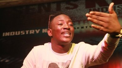Photo of Nigerian artiste shows massive support for Shatta Wale amidst insults from Nigerians