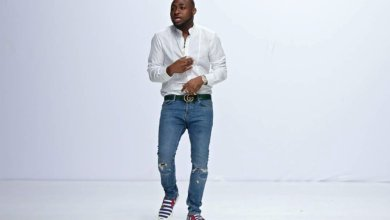 "Photo of WATCH: Davido & his friends dance to ""One Corner"" after MTV EMA win"