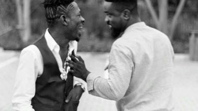 Photo of Sarkodie Proves To Shatta Wale That He's Not Broke As He Says – Shares Money To His Fans