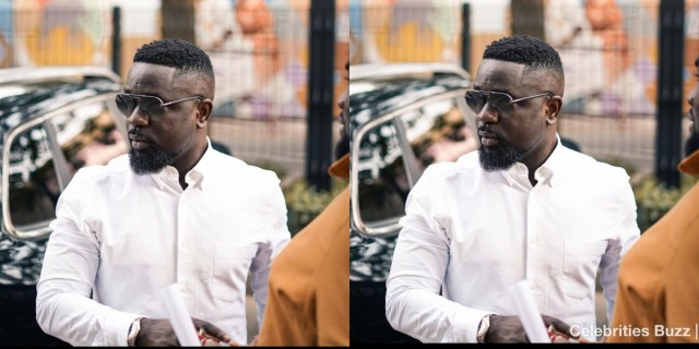 Sarkodie gifts his fans mobile money