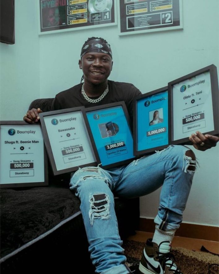 Stonebwoy receives plaques from Boomplay for being the highest streamed artist in Ghana