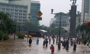 Enchente em Jacarta em 2013: cenário vai ficar cada vez pior se nada for feito. Foto: Voice of America