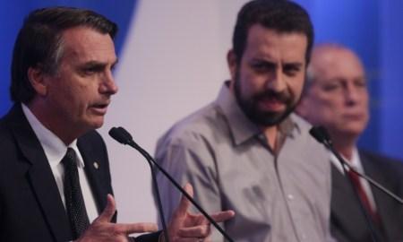Bolsonaro no debate da RedeTV!: se é para ele atirar sozinho, não há porque brincar. Foto: Diego Padgurschi/Folhapress