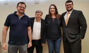 Agostinho Patrus (de camisa branca, sem gravata) com deputados eleitos pelo NOVO: ajuda a Pimentel contando com Lei Kandir. Foto: Divulgação/NOVO