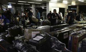 Cubanos, vinculados ao Mais Médicos, embarcam em Brasília para Havana no Aeroporto Internacional de Brasília. Foto: Fabio Rodrigues Pozzebom/Agência Brasil