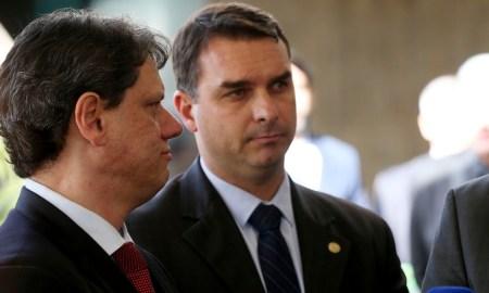 O filho mais velho do Presidente: pede pra sair, 01. Foto: Wilson Dias/Agência Brasil