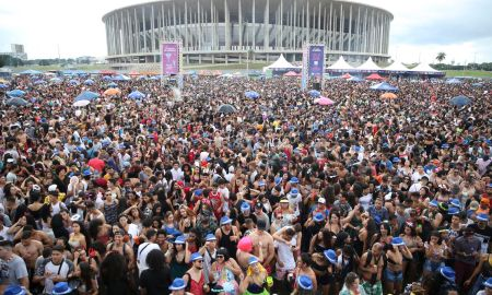 Bloco de Carnaval em Brasília: o grito de muitos contém pedido ao Presidente. Foto: José Cruz/Agência Brasil