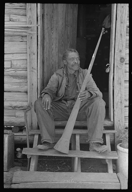 Former slave Willis Winn with horn with which slaves were called.