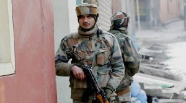 3 soldiers killed as terrorists attacked at army in pampore