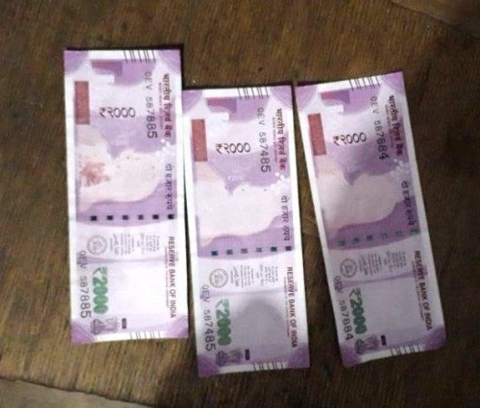 2000 rs notes without the photo of mahatma gandhi