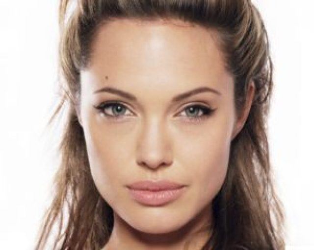 donald trump slapped by angelina jolie on his decision of not giving visa to 7 muslim countries