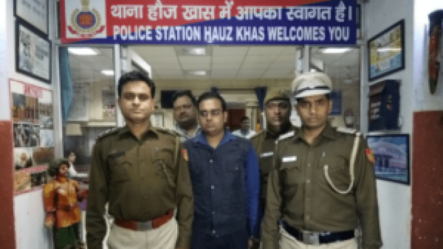 police arrested fake doctor at aiims