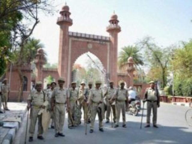 aligarh muslim university ex leader attacked by knife