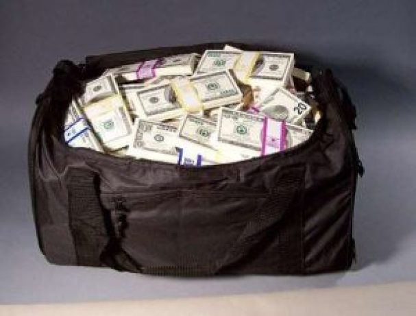 haji returns bag full of money and jewellry while he was performing hajj