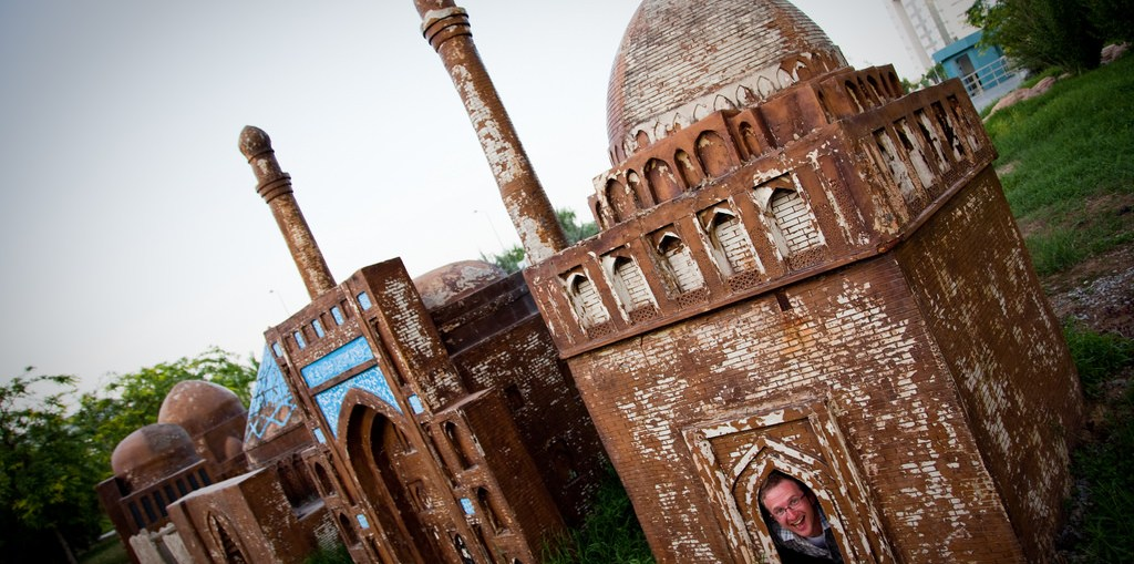 know about world's दुनिया smallest mosque