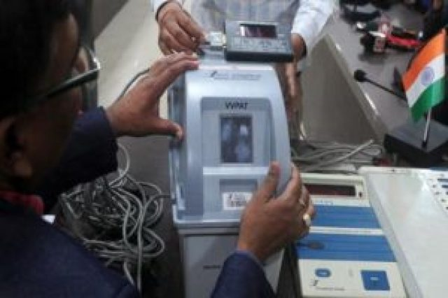 vvpat machines fail gujarat elections गुजरात चुनाव