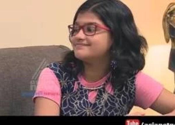 भारतीय लड़की गाती है 80 भाषाओं में