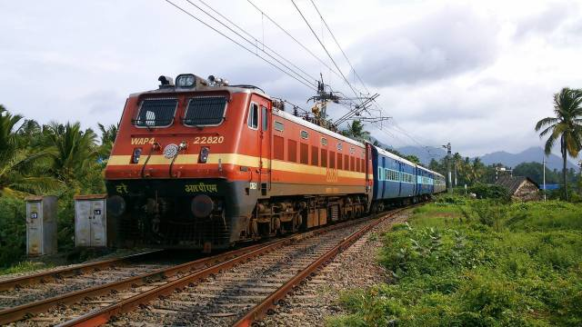 indian railways भारतीय रेल suspend 13000 employees