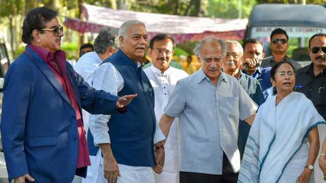 Image result for arun shourie and shatrughan sinha