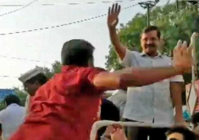 Image result for someone slaps arvind kejriwal during road show