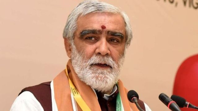ashwini choubey statement regarding cow urine कैंसर