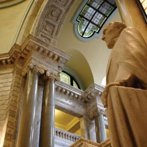A statue of Jefferson Davis resting his hand on some structure in Kentucky's capitol rotunda.