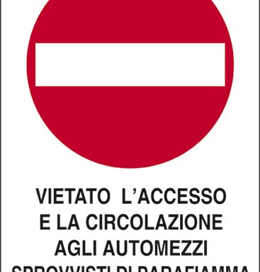 VIETATO L'ACCESSO E LA CIRCOLAZIONE AGLI AUTOMEZZI SPROVVISTI DI PARAFIAMMA AL TUBO DI SCARICO