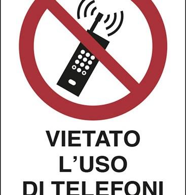 VIETATO L'USO DI TELEFONI CELLULARI