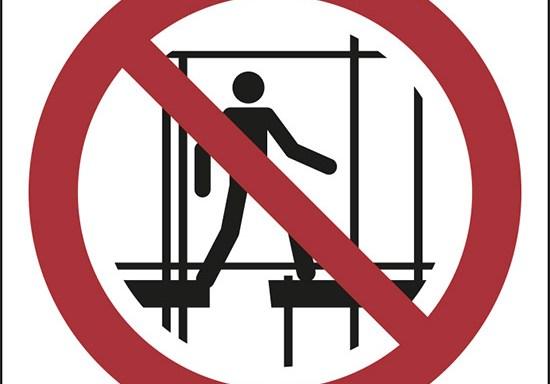 (vietato l'uso di questa impalcatura incompleta – do not use this incomplete scaffold)