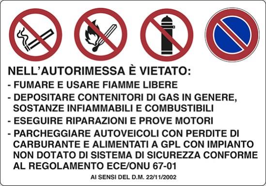 NELL'AUTORIMESSA E' VIETATO: -FUMARE E USARE FIAMME LIBERE -DEPOSITARE CONTENITORI DI GAS IN GENERE