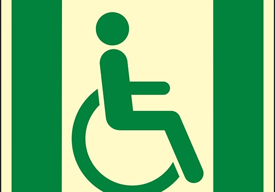 (uscita di emergenza per persone incapaci di camminare o con problemi di deambulazione a destra – Emergency exit for people unable to walk or with walking impairment right hand) luminescente