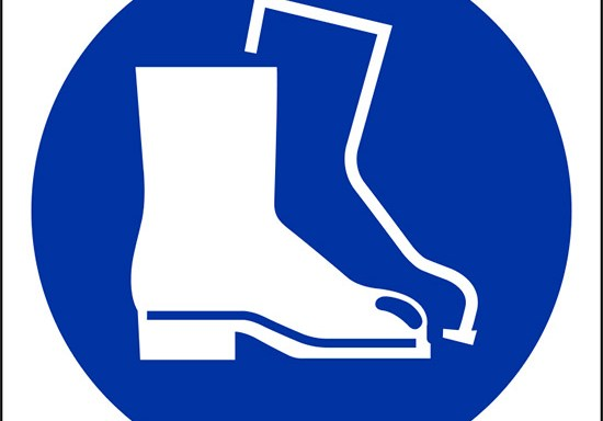 (e'obbligatorio indossare le calzature di sicurezza – wear safety footwear)
