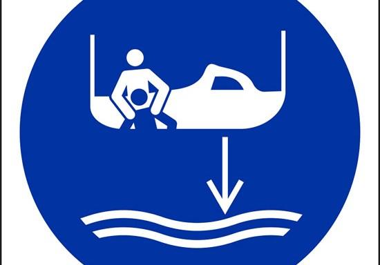 (calare in acqua l'imbarcazione di salvataggio nella procedura di lancio in mare – lower rescue boat to the water in launch sequence)