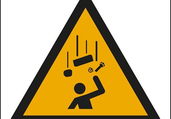 (avvertimento: oggetti in caduta – warning; falling objects)
