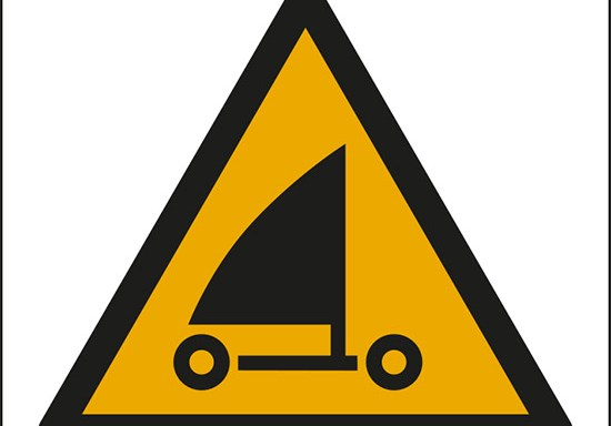 (attenzione; sand yachting – warning; sand yachting)