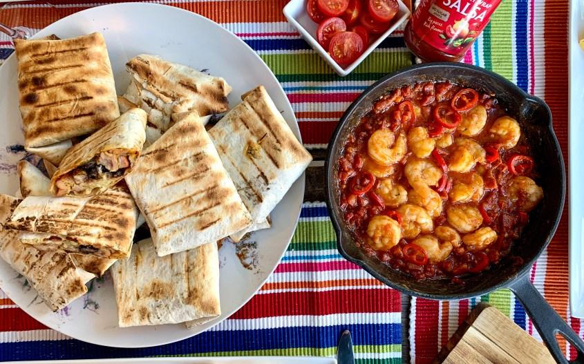 Chicken ranch wraps met gamba-chorizo salsa