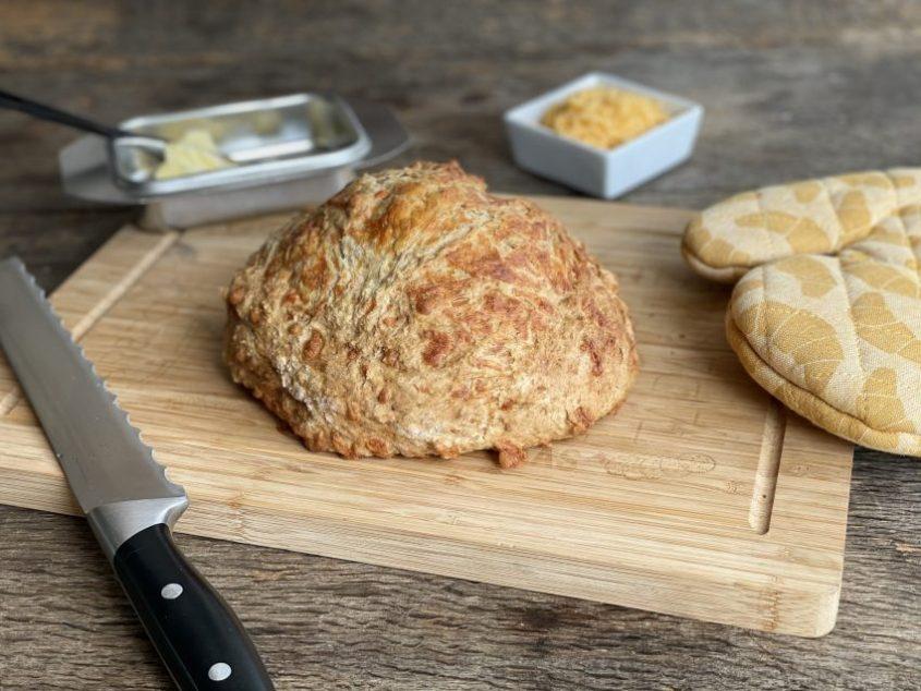 Makkelijk cheddarbrood bakken met kaas