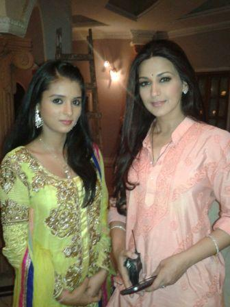 Geet Sharma(left) with sonali bendre(right)
