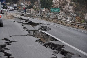 WHAT TO DO DURING EARTHQUAKE